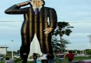 Boneco gigante de Jair Bolsonaro chama a atenção em Belém
