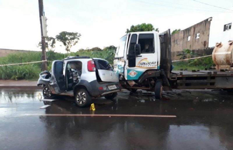 Segundo a PM, o ladrão perdeu o controle do veículo ao avistar uma viatura (Foto: Polícia Militar/Divulgação)