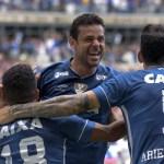 Cruzeiro bate o Villa Nova e ganha a quinta consecutiva no Mineiro