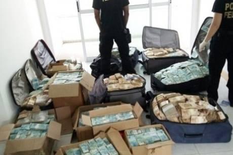 Dinheiro foi encontrado pela Polícia Federal Divulgação/Polícia Federal
