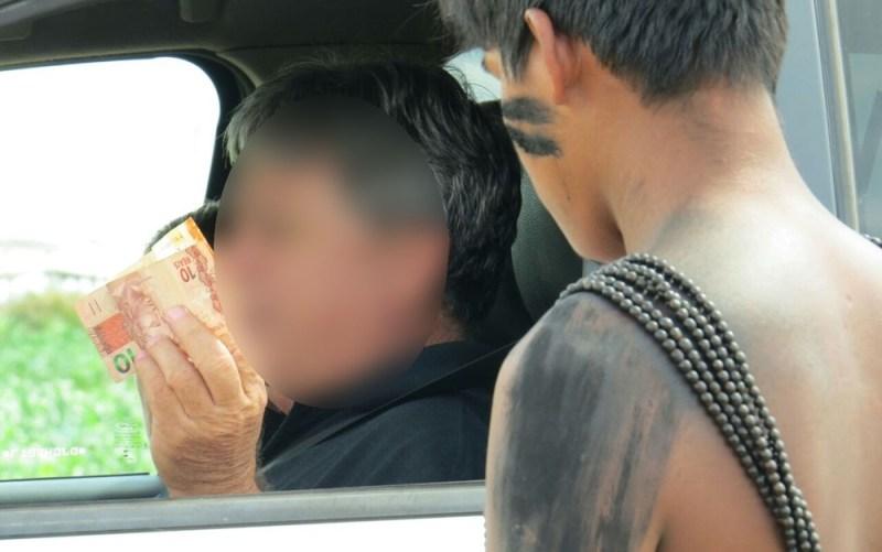 Motoristas precisam pagar pedágio para prosseguir viagem na região (Foto: PRF-MT/Divulgação)