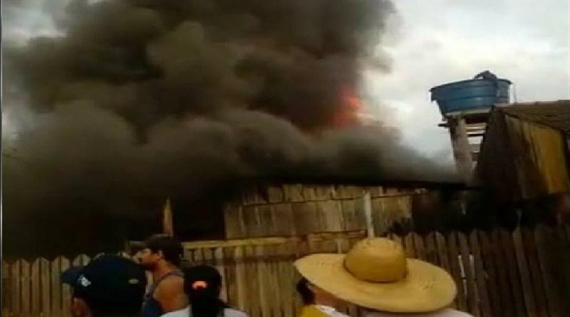 Vila de residência Pega Fogo – criança pode ter causado incêndio em Moraes Almeida
