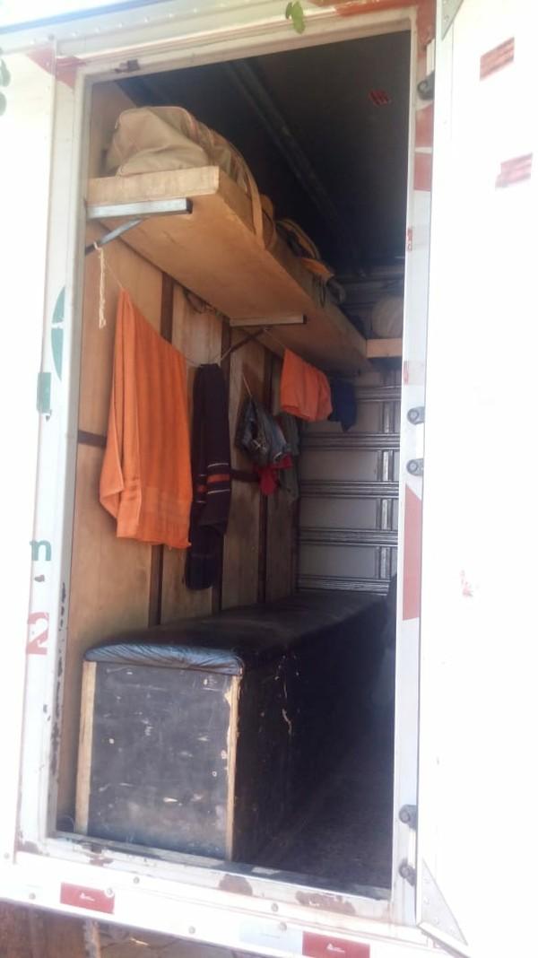 Trabalhadores não tinham local para dormir (Foto: PF-MT/ Divulgação)