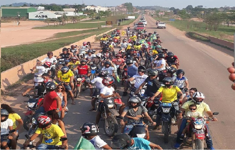 Carreata em apoio a Bolsonaro reúne centenas de pessoas em Novo Progresso