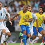 Brasil marca nos acréscimos e derrota Argentina [1×0] no Superclássico