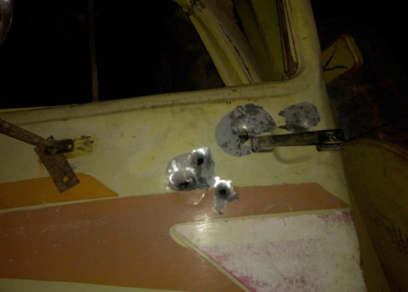 Tiros disparados em direção ao motorista do caminhão na PA-370 — Foto: Divulgação/PM