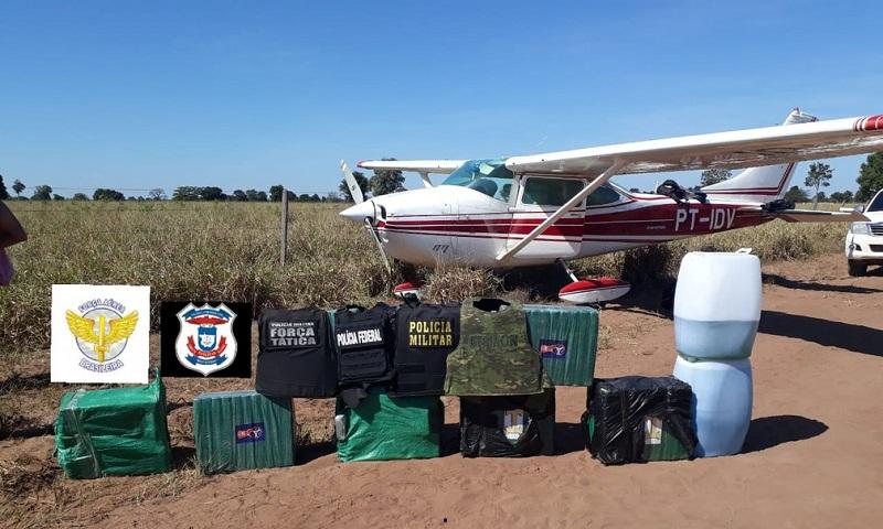 Aeronave que estava com 250 kg de droga foi interceptada pela FAB e Polícia Federal — Foto: PF/Divulgação