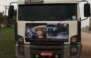 Homenagem ao casal foi fixada no caminhão boiadeiro de Diego.