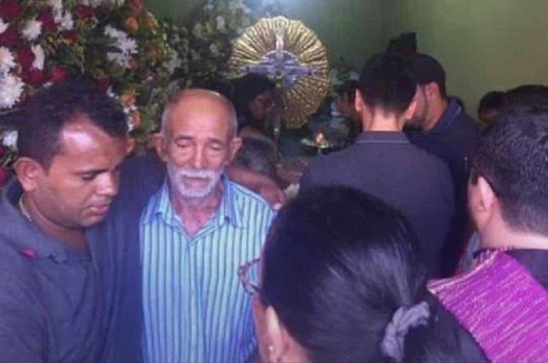 """Corpo do empresário """"Manoel da PC"""" é enterrado em Pernambuco,diz família"""