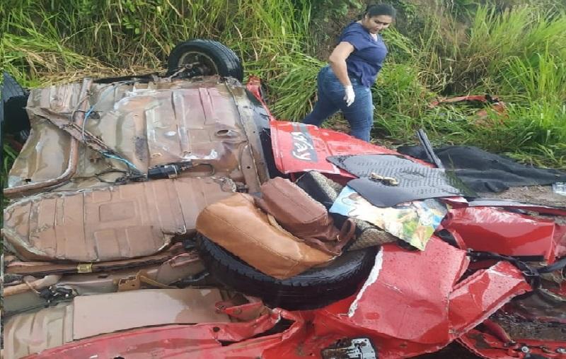 Carro bate de frente com carreta e três passageiros morrem na BR-163 em Alvorada da Amazônia