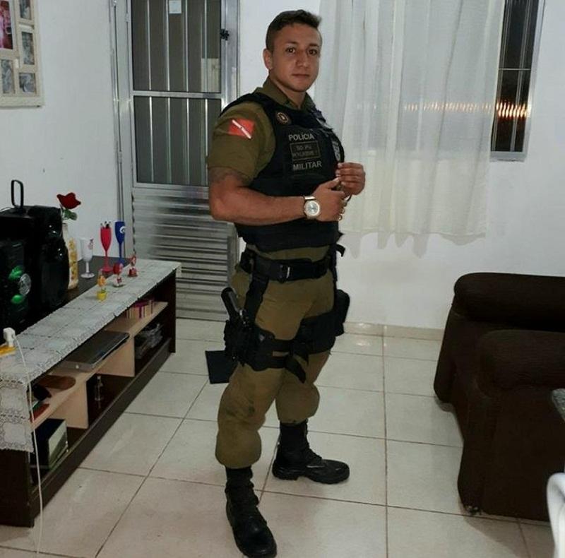 Judá Wilkens da Costa Diniz estava no carro quando foi abordado por dois criminosos, que estavam em uma motocicleta no conjunto Panorama XXI, na Cabanagem, em Belém — Foto: Reprodução/ TV Liberal
