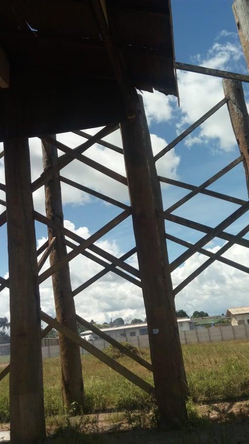Portal construido com madeira bruta nativa da região (foto:Jornal folha do Progresso)