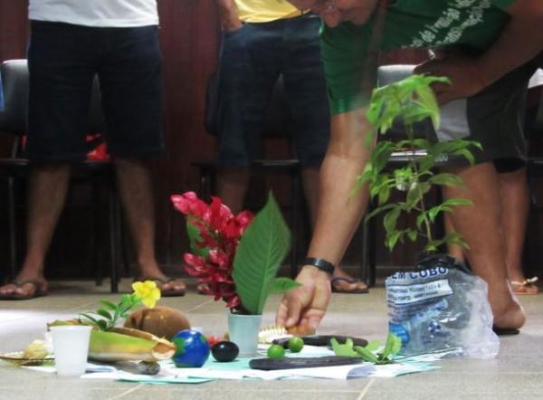Dinâmica confeccionou um círculo com sementes, flores e frutos do local e dos valores e ações que o grupo se propôs a seguir. — Foto: Promotoria de Justiça Agrária de Santarém/Divulgação