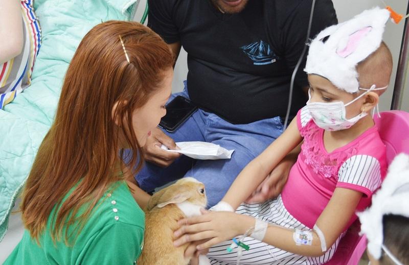 Progressense e crianças internada na oncologia do Hospital Regional de Santarém recebem visitas de animais