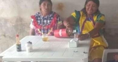 Em Manaus- Venezuelanas que pedem dinheiro nas ruas são flagradas bebendo cerveja em bar