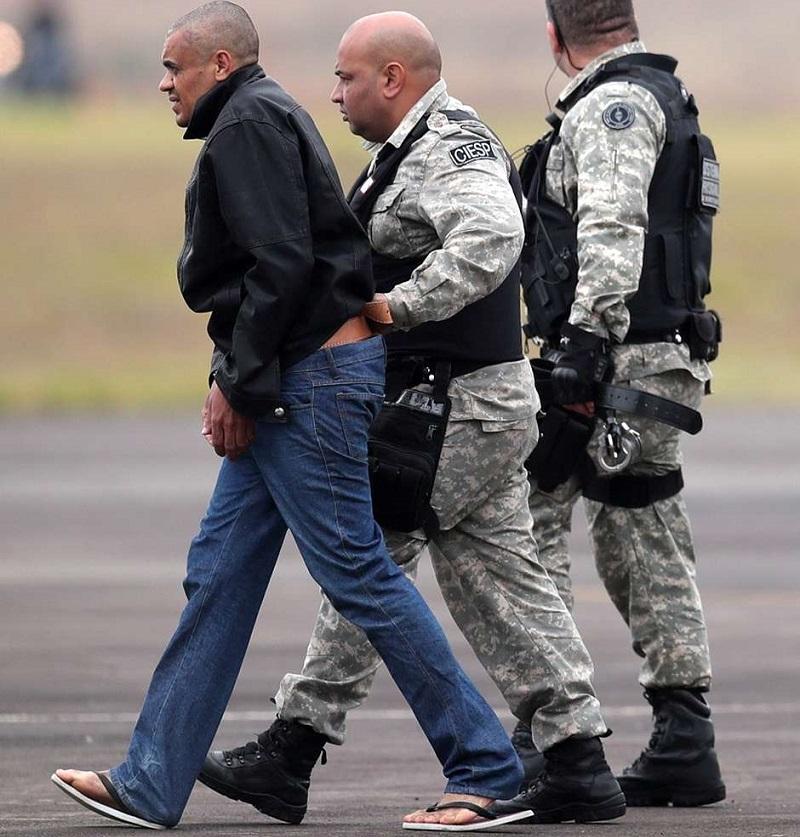 Adélio Bispo de Oliveira é escoltado por policiais federais ao ser transferido para prisão em Campo Grande 08/09/2018 REUTERS/Ricardo Moraes Foto: Reuters