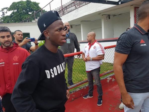 Vinicius Junior, de férias, na Gávea: uma das opções de Tite para o lugar de Neymar — Foto: Marcelo Baltar