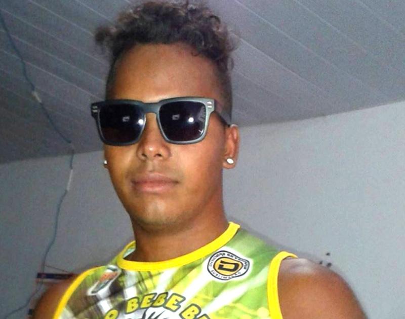 Gedeon Silva de Moraes está foragido e é o principal suspeito de cometer o crime congtra a mulher.(Foto:Reprodução/Facebook)