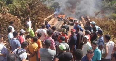 moradores constroi ponte prvisoras-placas