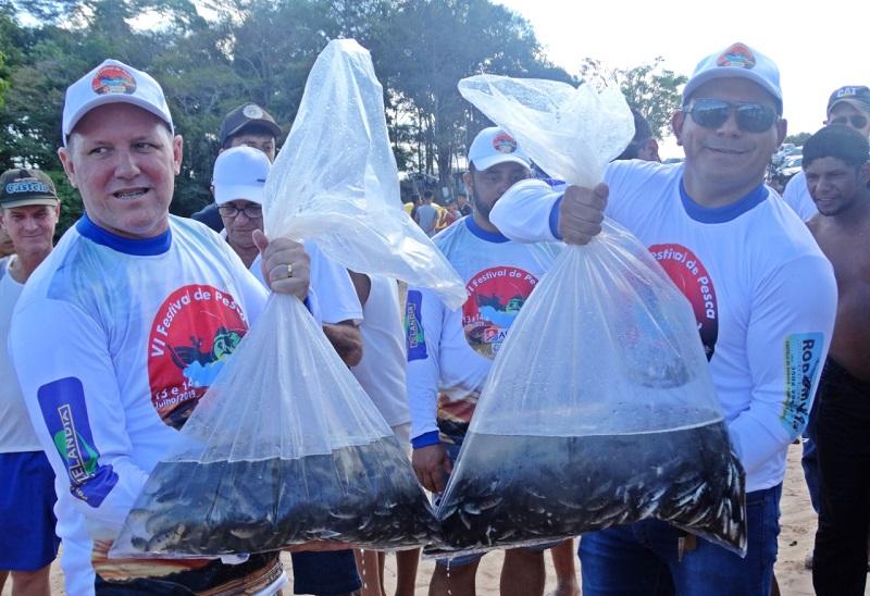 Roni Heck, esteve presente durante todo o evento e realizou a soltura de dez mil alevinos das espécies nativas do Rio Curuá, representando o prefeito Domingos Juvenil(Foto:Reprodução)