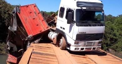 Acidente-caminhão-ponte-sobre-a-água-Tapurah-3-agosto-de-2019-reprodução-1024x579
