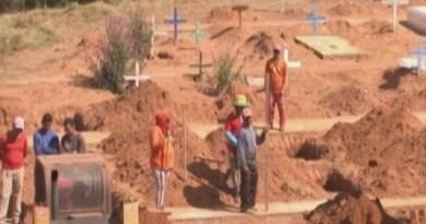 Covas foram feitas para enterro de presos em Altamira. — Foto: Reprodução/ TV Liberal