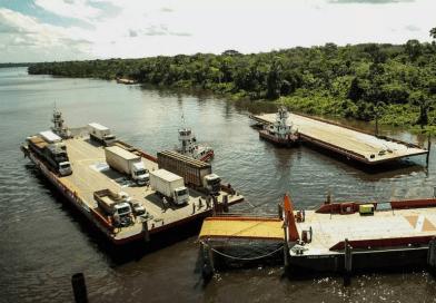 Travessia na área da ponte do rio Moju volta a operar com duas balsas