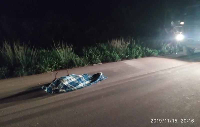 Corpo foi encontrado na rodovia próximo ao caminhão (Foto:WhatsApp)