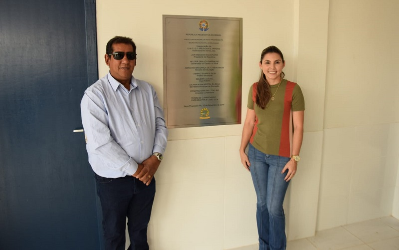 Presidente da Camara Vereador Chico Souza e Secretaria de Educação Juliana Bertol.