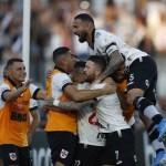 Vasco marca no fim e empata com o Bahia na Fonte Nova