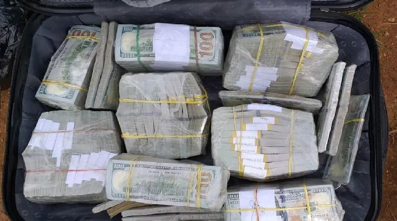 Dolar encontrado no avião(Foto:Divulgação PF)