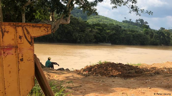 O mercúrio despejado no rio Tapajós durante o garimpo se espalha por afluentes que passam perto de Creporizão, no Pará(Foto:Peter Yeung)