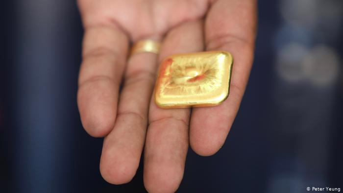 Ouro extraído ilegalmente é derretido e transformado em barras padronizadas(Foto:Peter Yeung)