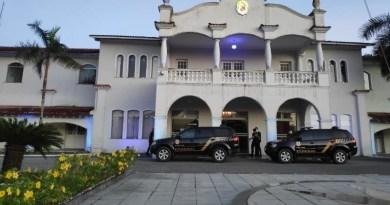 PF na porta do Palácio. (Foto:Reprodução)