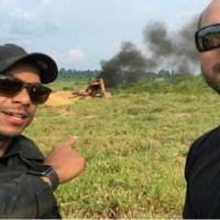 """Internauta posta foto de Dupla da PF comemorando a destruição de maquinários de garimpeiros-""""Vamos deixar esses dois fdp famoso......"""""""