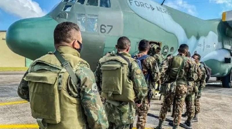 militares_da_marinha_e_do_exercito_embarcam_em_aeronave_da_forca_aerea_