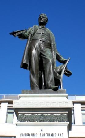 il monumento a Sigismondo Castromediano (ph Giovanna Falco)