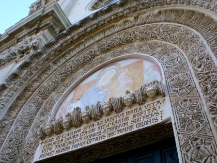 Chiesa dei SS. Niccolò e Cataldo, particolare della facciata