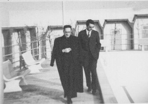 don Vittorio Boccadamo con un amico;