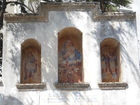 Edicola votiva, Tre Santi, via Marina serra