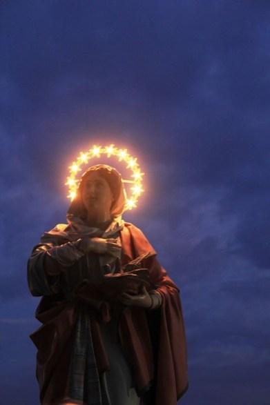 statua della santa portata in processione (foto Antonio Chiarello)