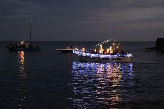 statua della santa portata in processione a mare(foto Antonio Chiarello)