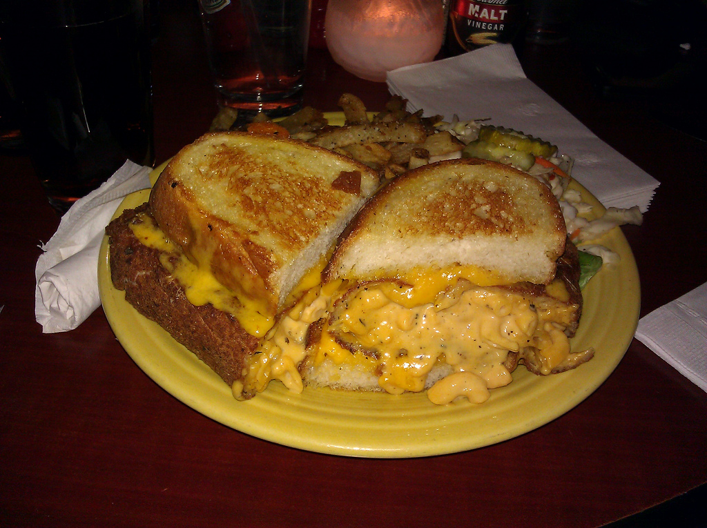 Grilled Macaroni and Cheese Sandwich! – Food Republic