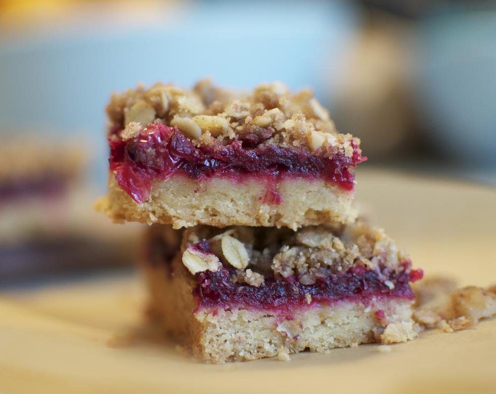 Cranberry Walnut Streusel Bars Recipe | Food Republic