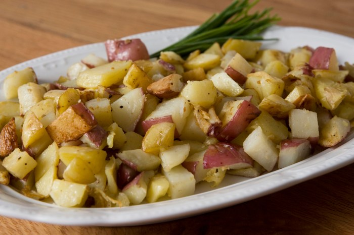 Easy Roasted Potatoes with Garlic Recipe – Food Republic