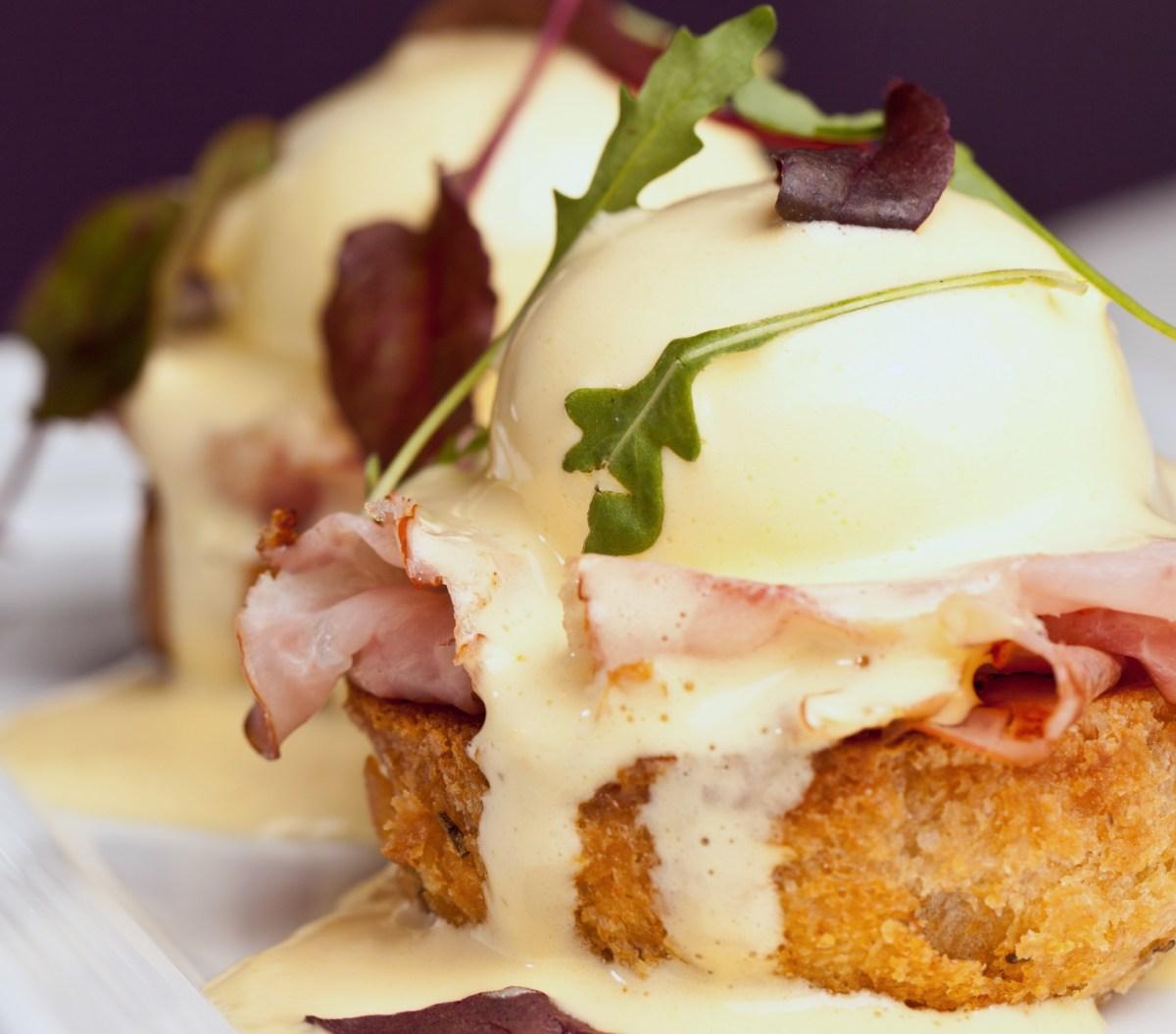 Classic Canadian Bacon Eggs Benedict Recipe – Food Republic