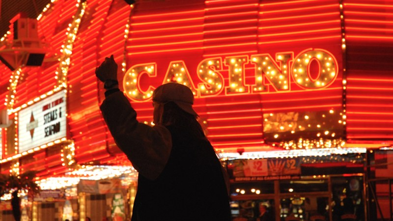 10 Ways To Get Drunk In Vegas Without Sitting At A Slot Machine