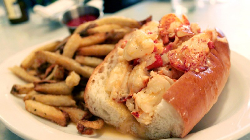 Behold: The Beers That Pair Perfectly With Lobster Rolls