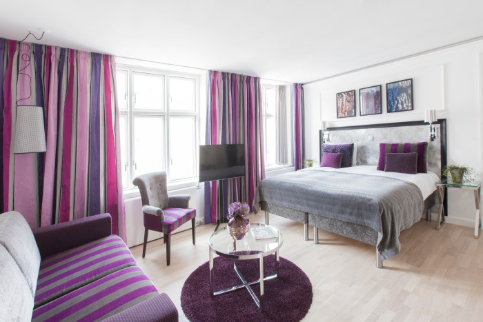 All rooms and suites at Hotel Absalon are categorized by nature-inspired color themes: grass (green, fuchsia and black), ocean (blue, silver and gold), and berry (purple, plum and silver). (Photo credit: Hotel Absalon)
