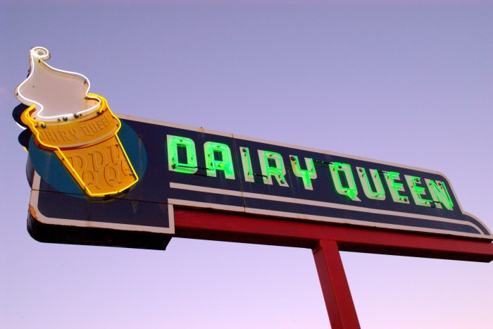 Ottawa_neon_Dairy_Queen_sign